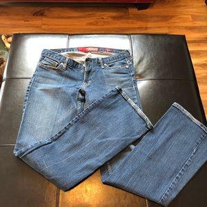 Guess Premium low cut boot cut jeans. Sz 29
